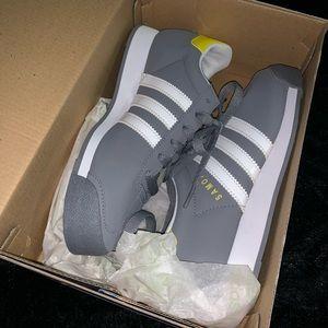 Adidas samoa Grey and yellow GS size 5